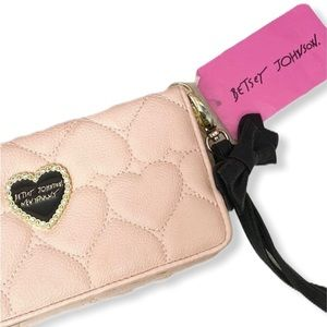 🆕 Betsey Johnson Quilted Heart Wristlet Wa…